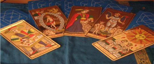 Trouver dans les cartes de tarot significaiton
